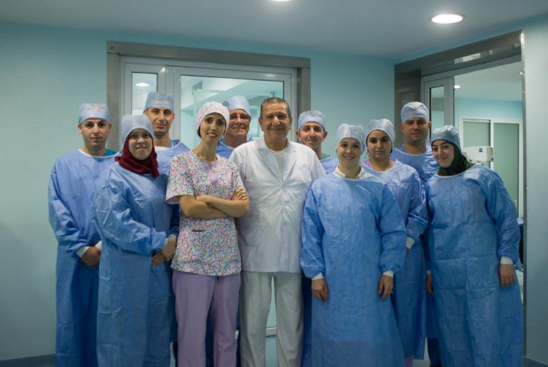 Equipe chirurgicale de la clinique diar saada